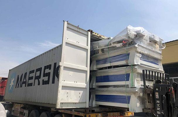 运往俄罗斯的12台数控雕刻机装柜待发